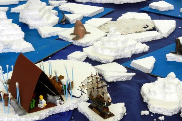 """Arktislandschaft mit dem Expeditionsschiff """"Fram""""."""