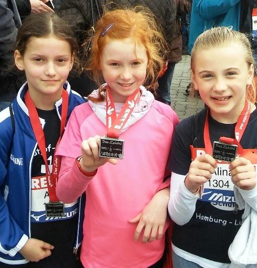 Nach dem Lauf gab es für alle Teilnehmerinnen Medaillen.